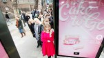 blog_london-billboard-gives-commuters-cake-to-go